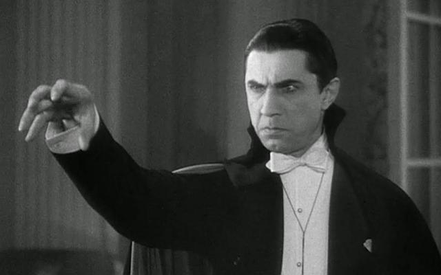 Bela-Lugosi-playing-Dracula-film-portray