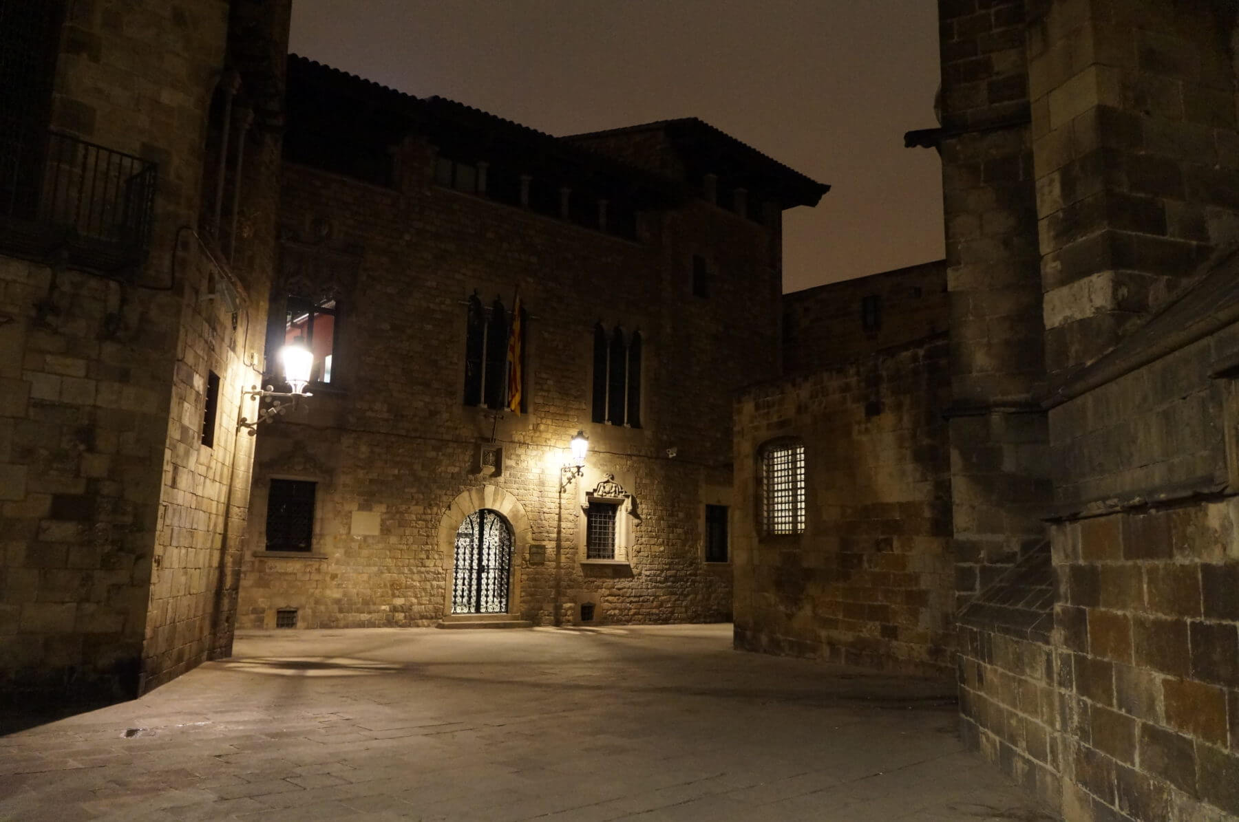 Tales and Curses of the Gothic Quarter